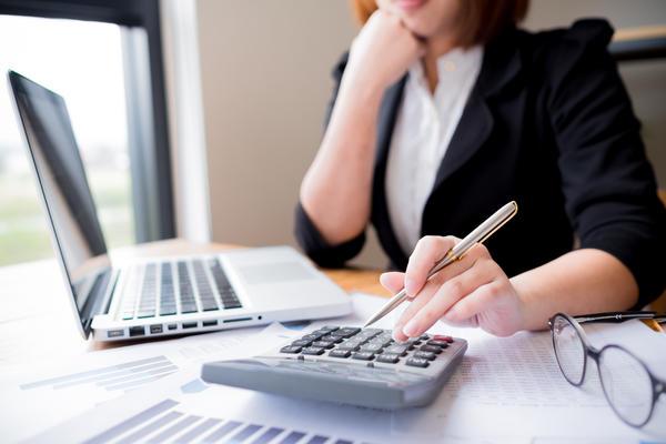 Стоит ли поступать учиться на бухгалтера?