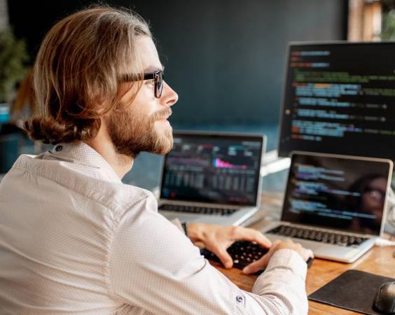 Стоит ли поступать учиться на программиста?